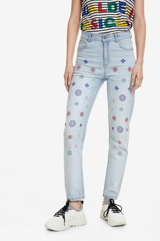 Mom-Jeans mit bunter Stickerei Rhomb