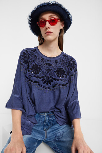 T-shirt poncho broderies