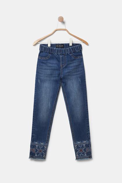 Dżinsowe spodnie o dopasowanym kroju w egzotycznym stylu