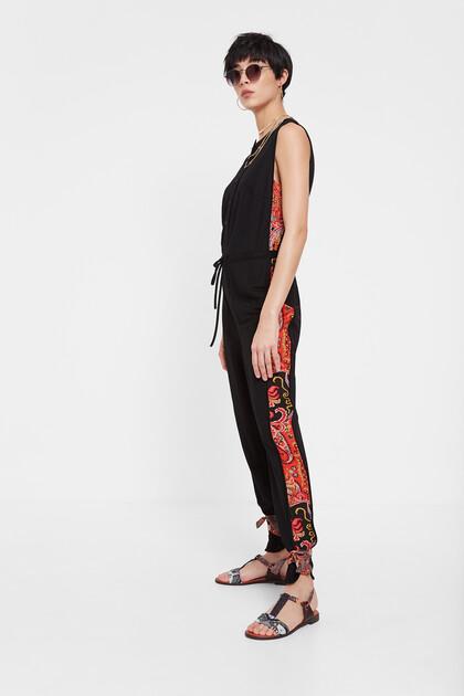 Schwarzer Jumpsuit mit Blumenmuster